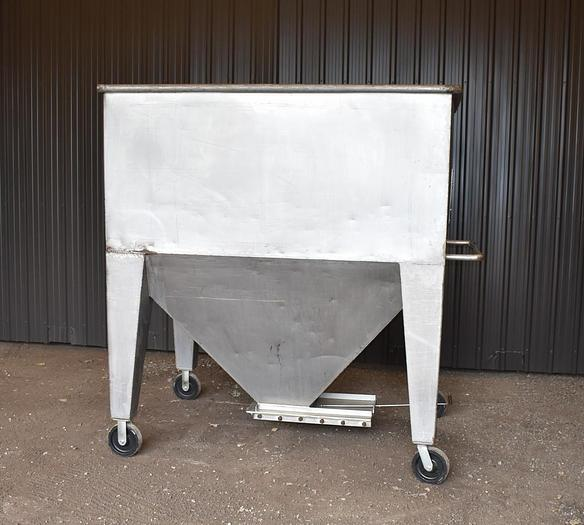 Used USED 700 GALLON STAINLESS STEEL TANK (TOTE)