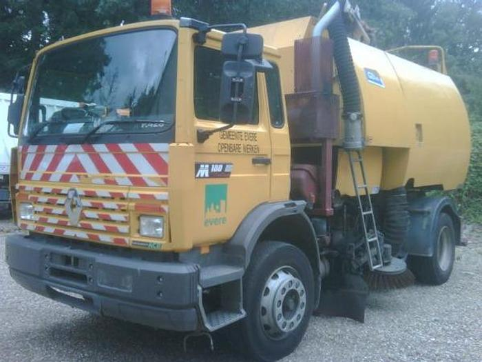 Gebruikt RENAULT Midlum 180 with Johnston superstructure left and righthandside working