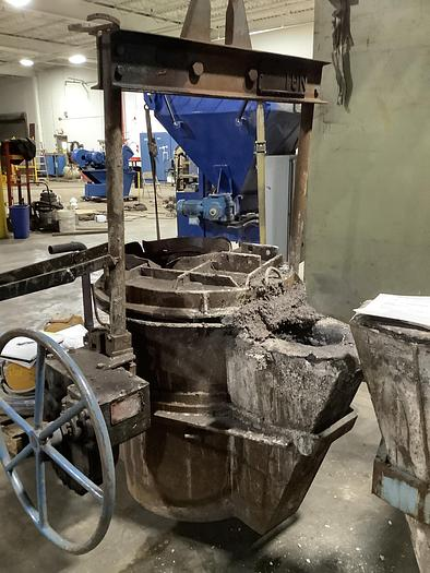 Used MODERN 1000 LB POURING LADLE