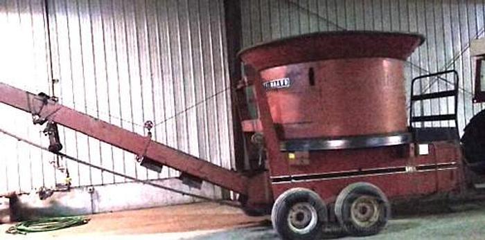Used 1979 Farmhand F892A Tub Grinder