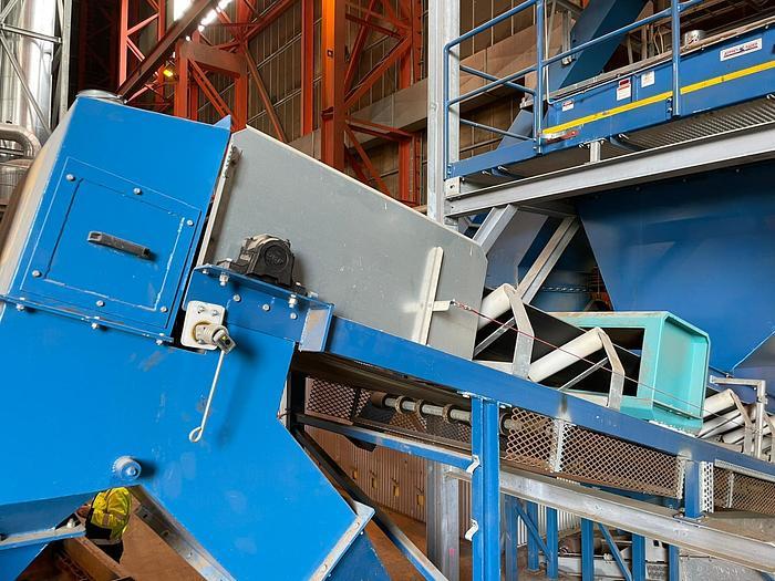 Used Metal detector + belt conveyor