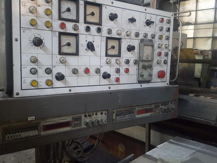 1977 Roll grinding machine SAXW 630 x 3000