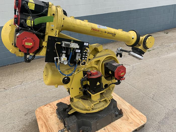 Used 2011 FANUC FANUC R2000iB/125L 6 AXIS ROBOT 125 kg X 3005 mm REACH WITH R30iA CONTROLLER