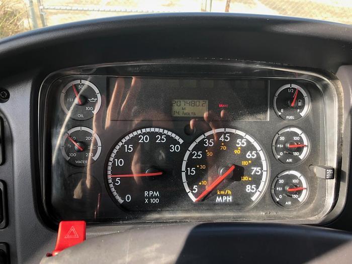 2006 FREIGHTLINER BUSINESS CLASS M2 106