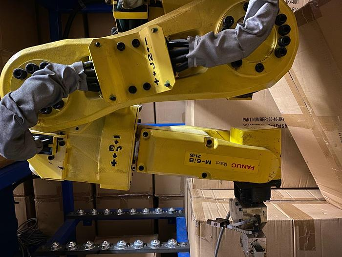 Used FANUC M6iB/2HS CNC 6 AXIS HIGH SPEED ROBOT WITH RJ3iC CONTROLLER
