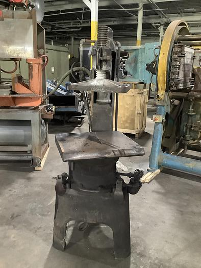 Used DAVENPORT MACHINE & FOUNDRY CO TYPE 10JX MOULDING PRESS