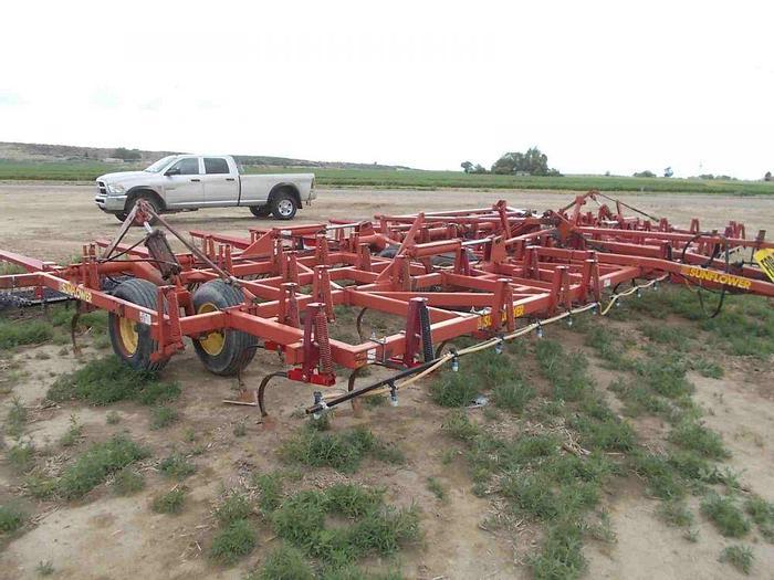 Used 34' Sunflower 5034 Field Cultivator