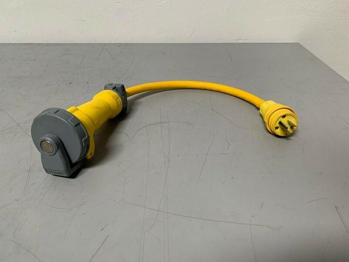 Used Hubbell 320C4W 20 AMP 125 VAC Plug Connector & Outlet