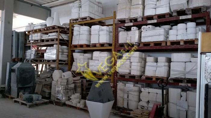 Used Set of shelves pallets holder and boxes holder