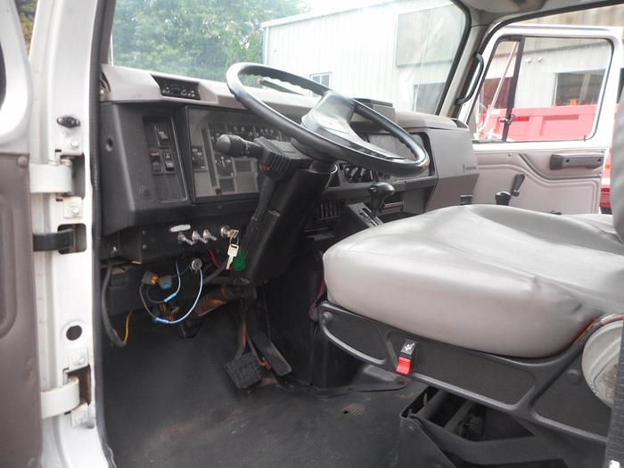 2002 International 4900- Stock #: 8622