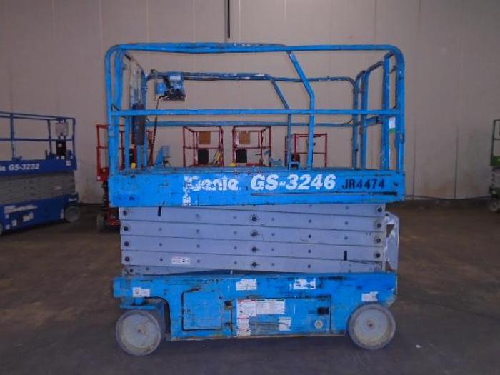 Used 2012 Genie GS-3246
