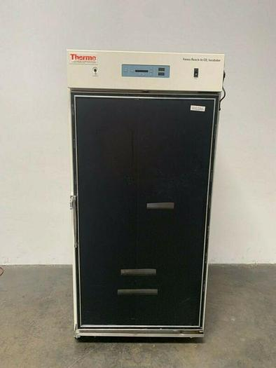 Used Thermo Scientific 29 CuFT CO2 Incubator Temp Range 5C°- 60C°