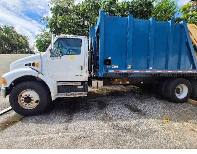 Used 2002 STERLING M8500 REAR LOADER GARBAGE TRUCK 20 YARDS