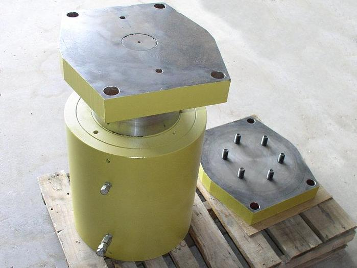 """Used 565 Ton Atlas / Parker Hydraulic Cylinder; 5"""" stroke; 12"""" bore, 9"""" rod; 10,000 psi"""