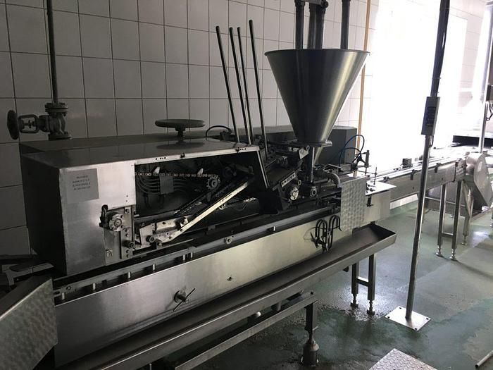 Lubeca can seamer line