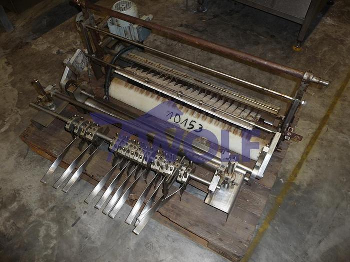Gebraucht Längsschneidevorrichtungmit 22 Kreismessern für 21 Massestränge.