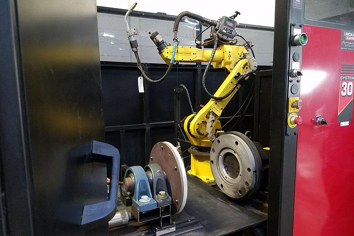 LINCOLN ELECTRIC SYSTEM 30/40 DUAL WORK ZONE ROBOTIC WELDING CELL UNDER 700 HOURS