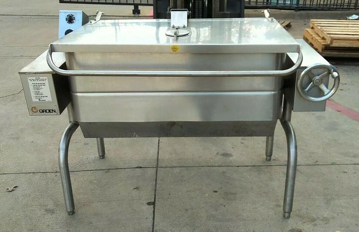 Used GROEN HFP/2E-4, 40 GAL. NAT. GAS MANUAL TILTING BRAISING PAN SKILLET+ S/S POWER AID E-Z LIFT COVER (#753)