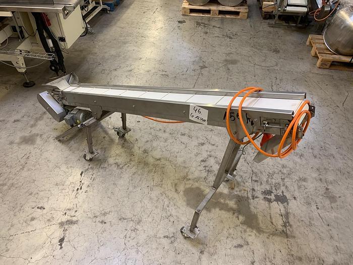 Gebraucht gebr. Stollen-Schrägförderband mit ca. 140 mm und 2.000 mm Länge, fahrbar.