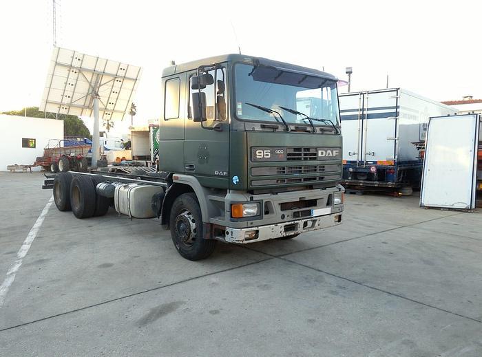 Used 1993 DAF 95 400 ATI 6X2 chassis cab truck