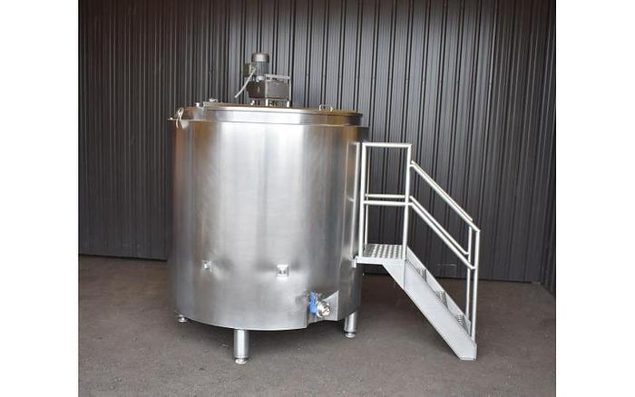 Used USED 750 GALLON JACKETED TANK, STAINLESS STEEL, SANITARY WITH MIXER