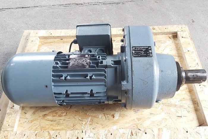 Gebraucht Stirnradgetriebemotor, SK 33Z-90 L/4 BRE20, 1395/33 rpm, Nord Drivesystems,  gebraucht-Top
