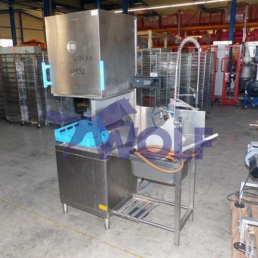 Gebraucht Industrie-Waschmachine MEIKOmit absenkbarer Haube und Spülbecken.