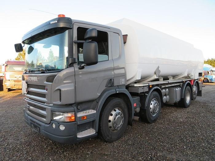 Meget god 2008 Scania P310 8x2*6 24.500 l. ADR Diesel/Benzin