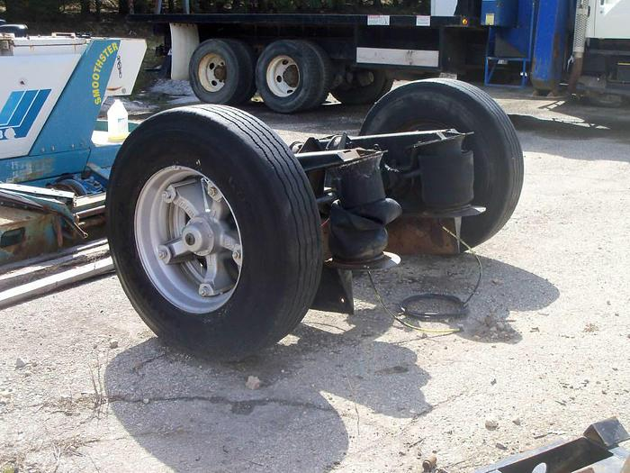 Used 2001 New Way Pusher Axle- Stock #: 0005