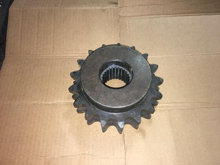 Used GOOD USED MARTIN D100B17 SPROCKET AND GEAR CHAIN NUMBER & PITCH: 100 / 1-1/4 in NON-HARDENED TEETH, NUMBER OF TEETH: 17 PITCH TYPE: Single BORE TYPE: Rough Stock HUB DIAMETERr: 5-1/4 in BORE DIAMETER:1.2500 in OUTSIDE DIAMETER: 7.44 in NUMBER OF S...