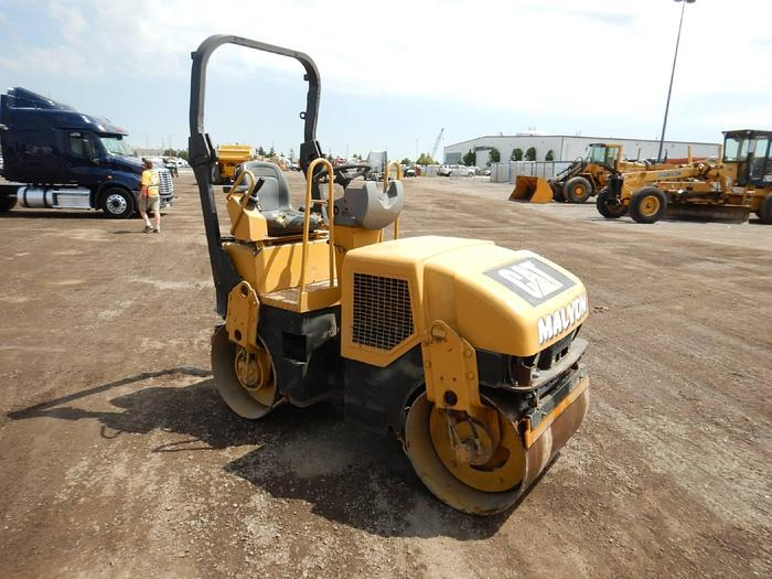 Used 2005 Caterpillar CB-214E