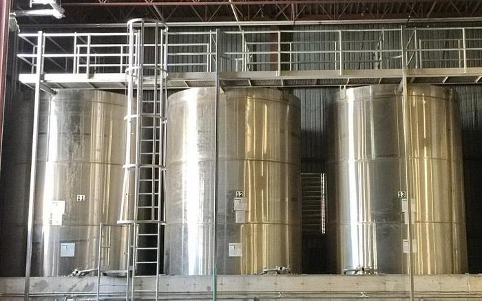 USED 16 000 GALLON TANK, 304 STAINLESS STEEL