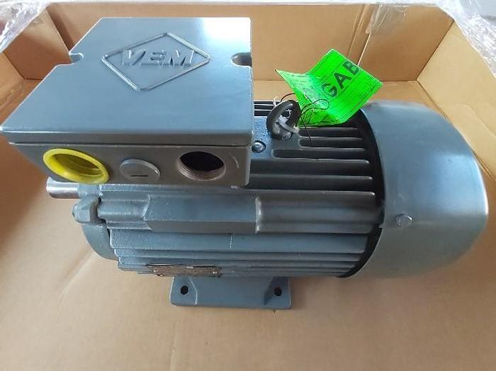 Elektromotor mit Fuss, IE2-WE1R 132S 2 TPM HW, 5,5 KW, 2915 rpm, VEM,  neu -70%