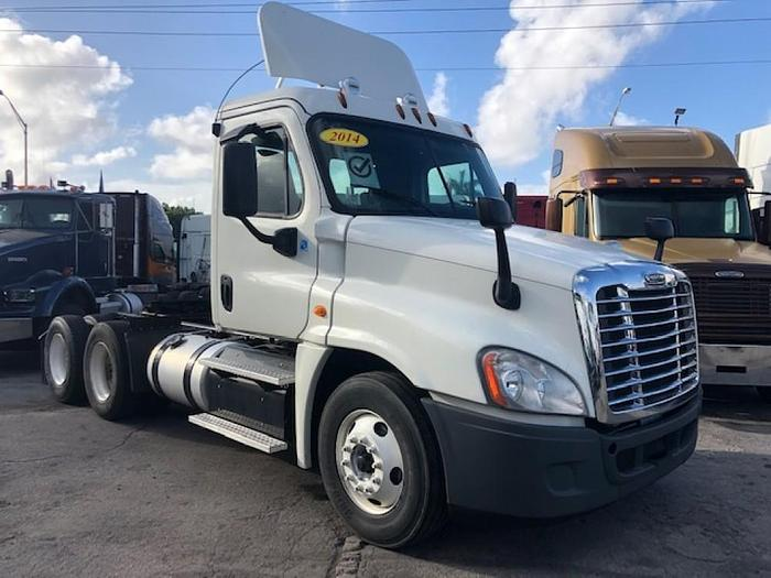 Used 2014 FREIGHTLINER CASCADIA CUMMINS  DAYCAB