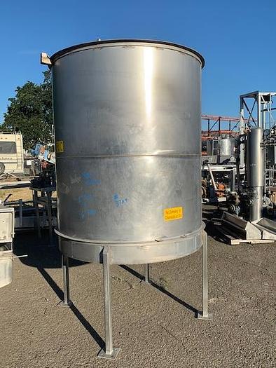 900 Gallon Vertical Stainless Steel Tank