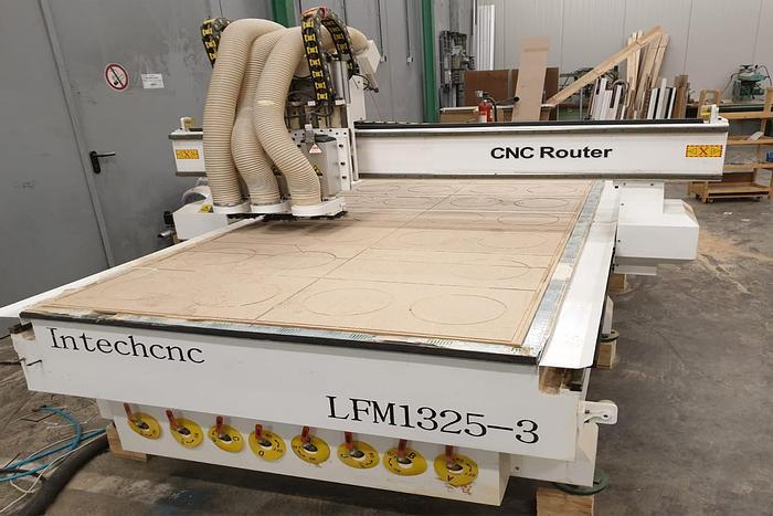 Used IntechCNC LFM1325-3 - CNC Router