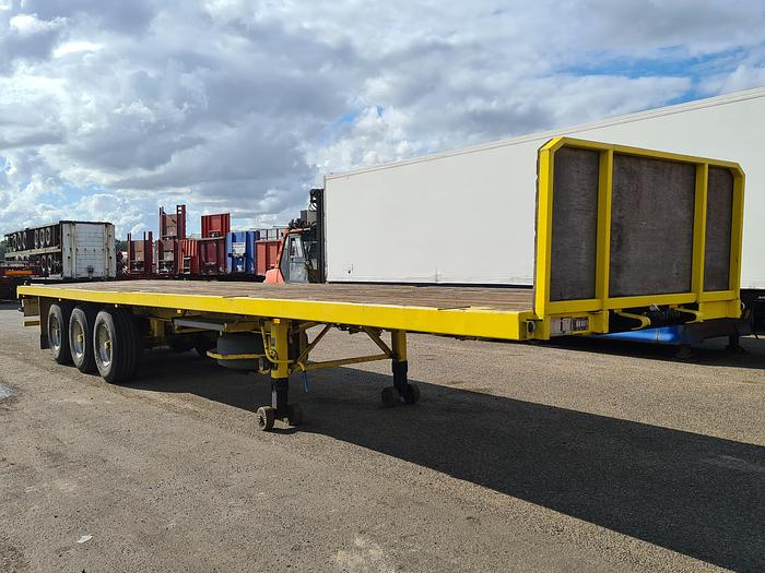 Used Pacton 3142 D Flatbed with Timberstakes and Twistlocks 40ft. / 30ft. / 20ft.