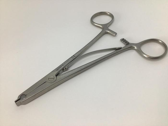 Used Forceps Clip Applying & Removing Raney 150mm (6in) AESCULAP JE-010-01-E