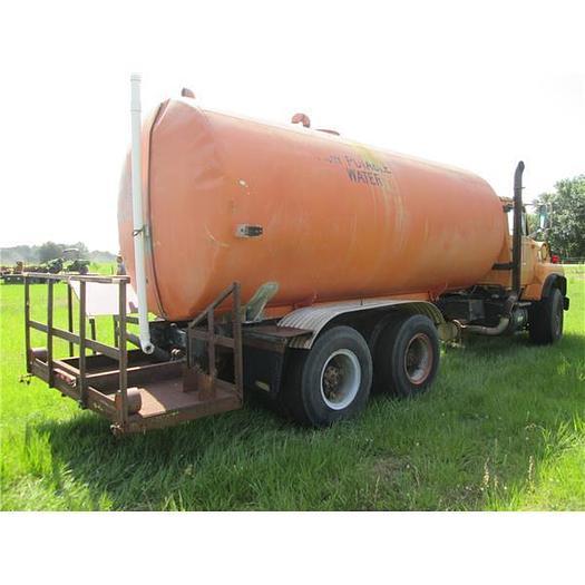 1988 L8000 Tandem Axle  Water Truck With 5000 Aluminum Tank