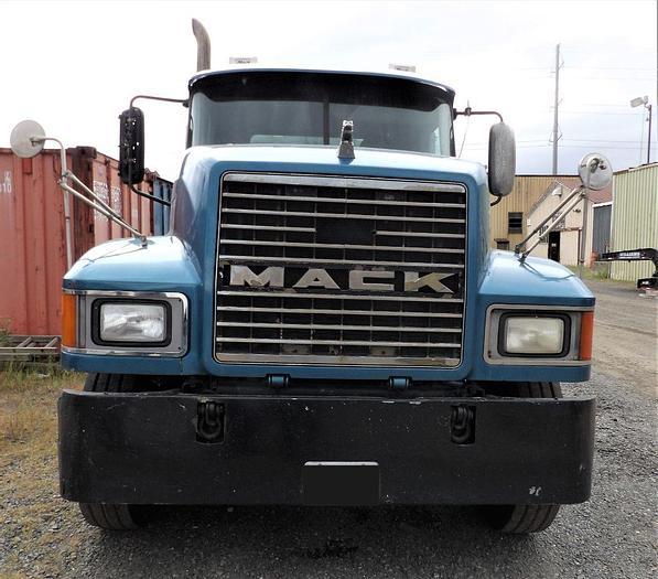 Used 2006 MACK CHN613