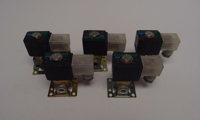 Used CKD FWB41 Water Solenoid Valve 72 psi 24 VDC LOT OF 7 (3890)
