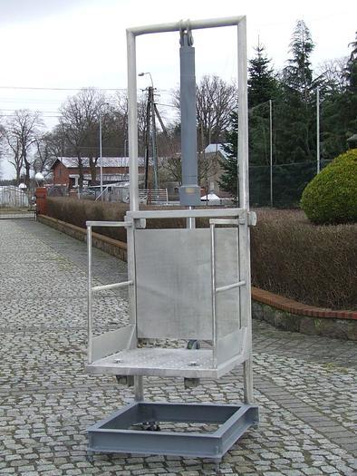 Używane Stanowiska robocze z regulacją wysokości, napędzane hrydraulicznie
