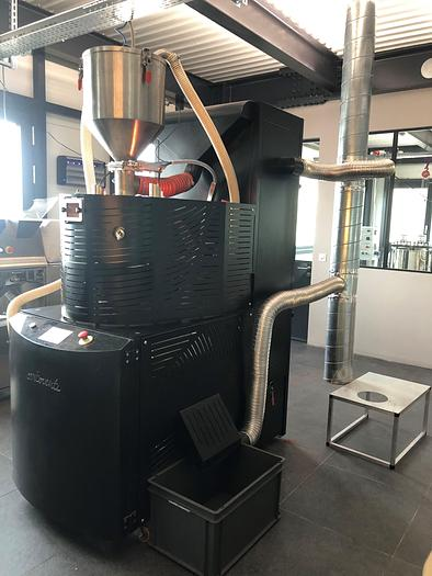 Roaster for cocoa beans, nuts, coffee