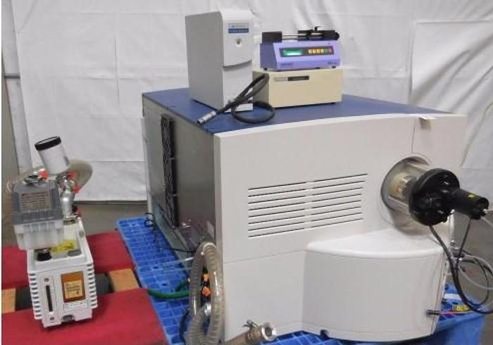 waters Micromass   Q-TOF Spectrometer w/ Pump