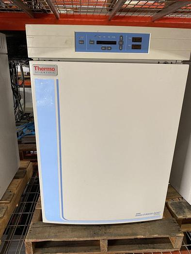 Used Thermo 3110 Water Jacketed CO2 Incubator