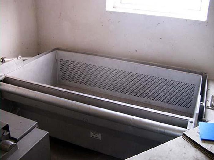 Used Aluminiowa wanna z hydraulicznie unoszonym koszem do rozmrażania bloków rybnych, mięsnych, itp.
