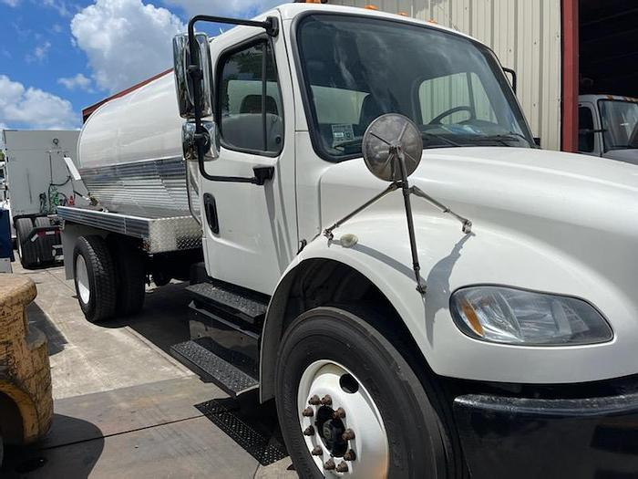 Used 2013 FREIGHTLINER BUSINESS CLASS M2 106