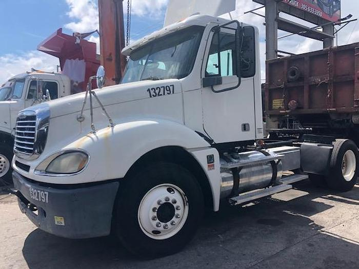 Used 2007 FREIGHTLINER COLUMBIA DAYCAB TRUCK