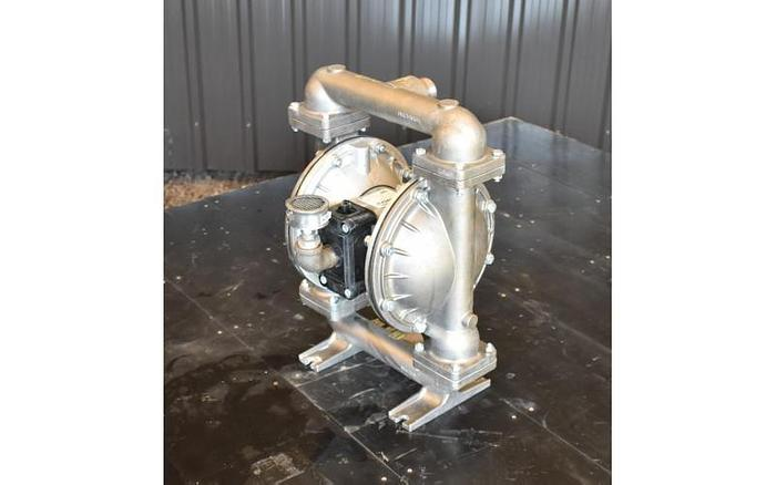 """USED SANDPIPER DIAPHRAGM PUMP, 1.5"""" X 1.5"""", STAINLESS STEEL"""