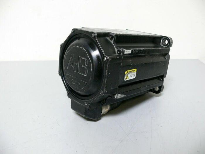 Used Allen Bradley MPL-B540K-MK22AA Kinetix Brushless AC Servo Motor 460V 4000 Rpm